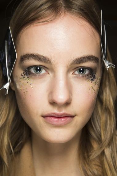 1-face-glitter-saint-laurent-marc-jacobs-burberry